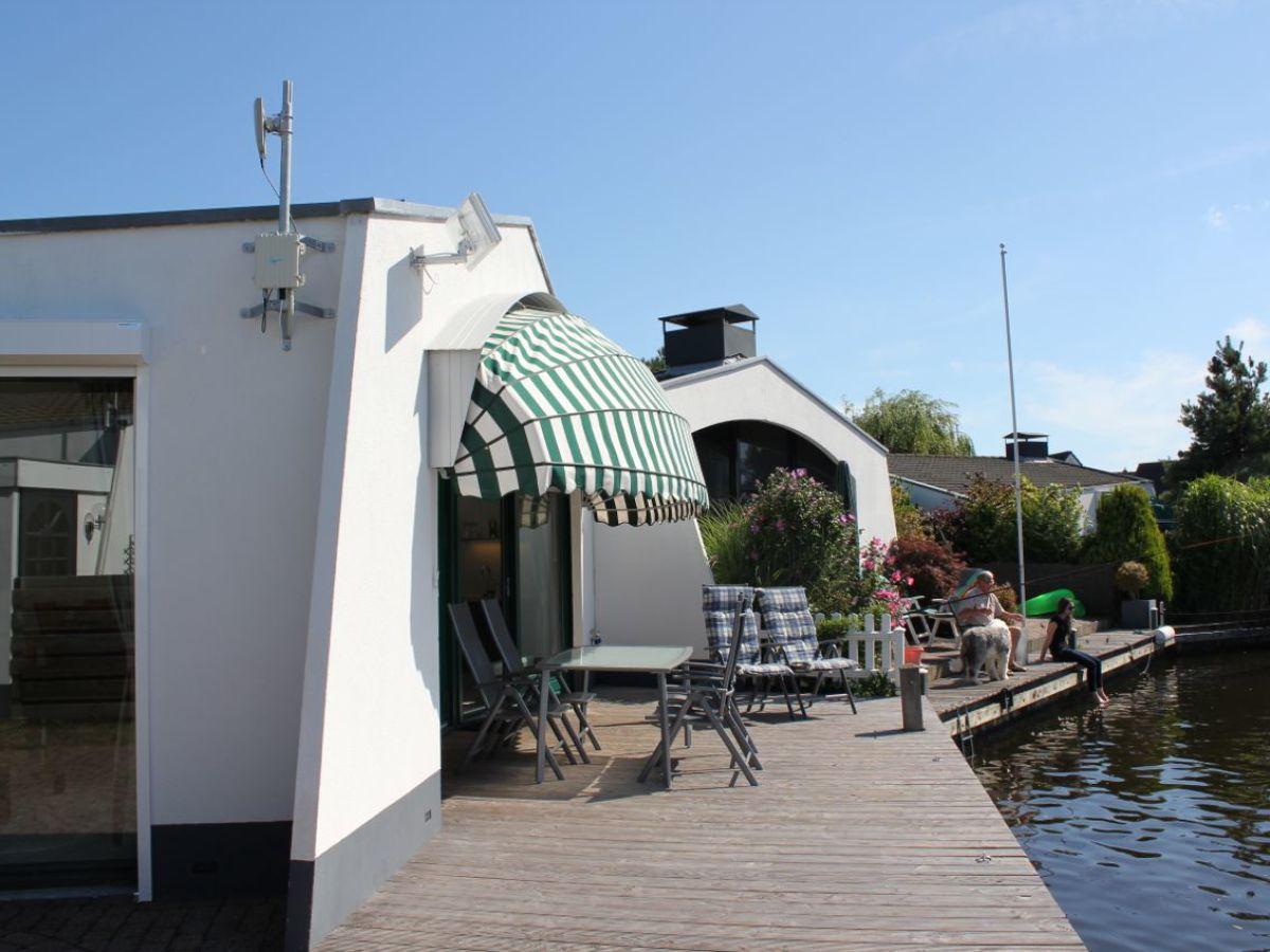 bungalow und bootvermietung 113 aquaronde ijsselmeer lemmer firma marinapark lemmer bv. Black Bedroom Furniture Sets. Home Design Ideas