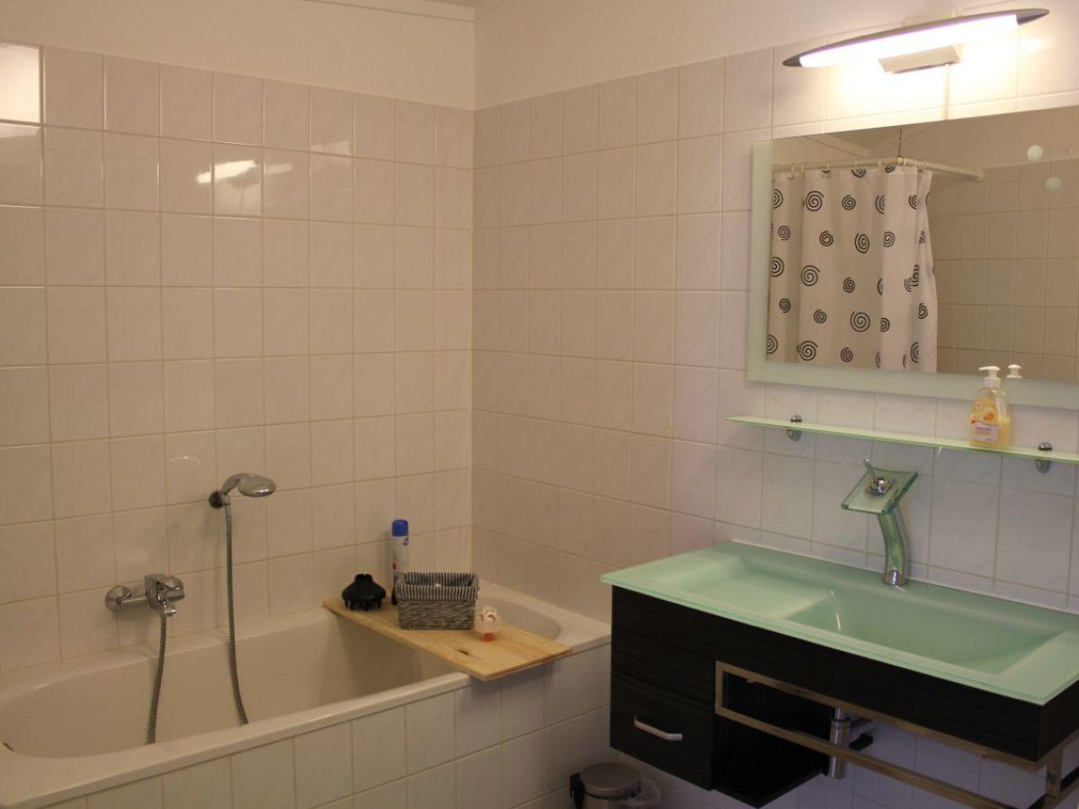 Dekoration badezimmer inspiration f r die for Badezimmer dekoration katalog