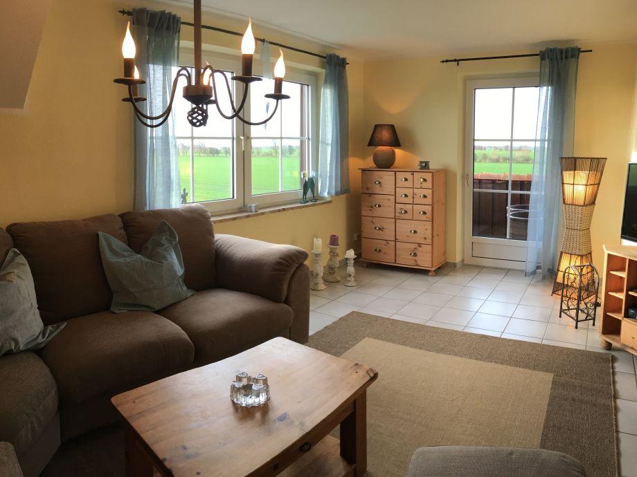 Wohnzimmer mit tollem Blick über die Rapsfelder