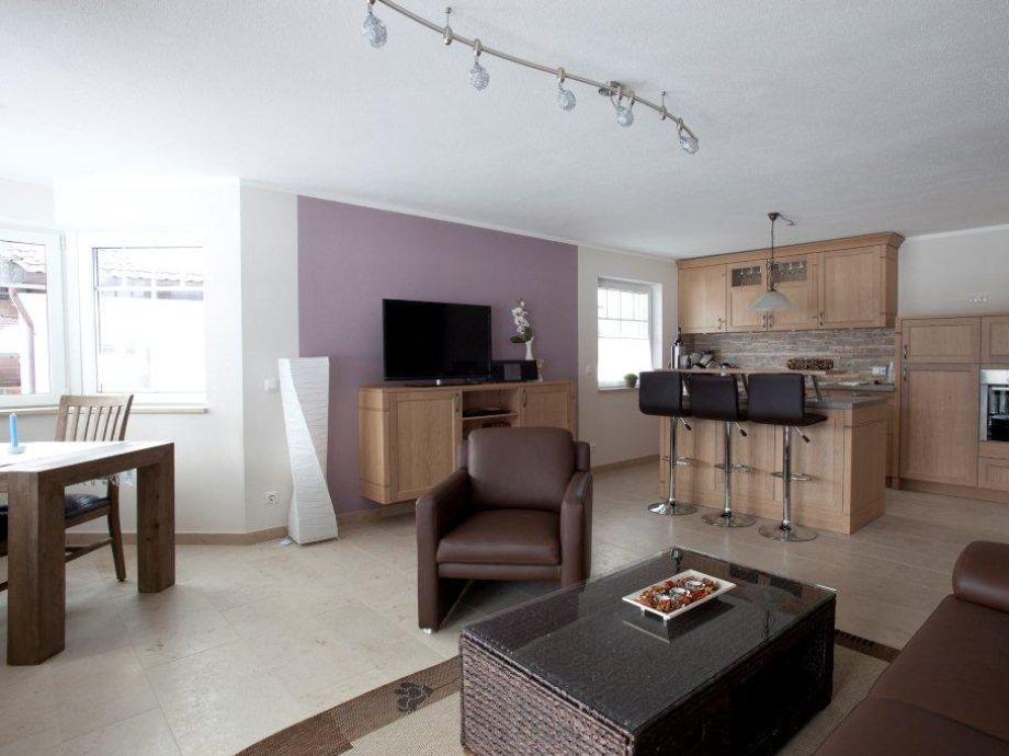 Moderne wohnzimmer mit offener kuche ideen f r die innenarchitektur ihres hauses - Moderne kuche mit wohnzimmer ...