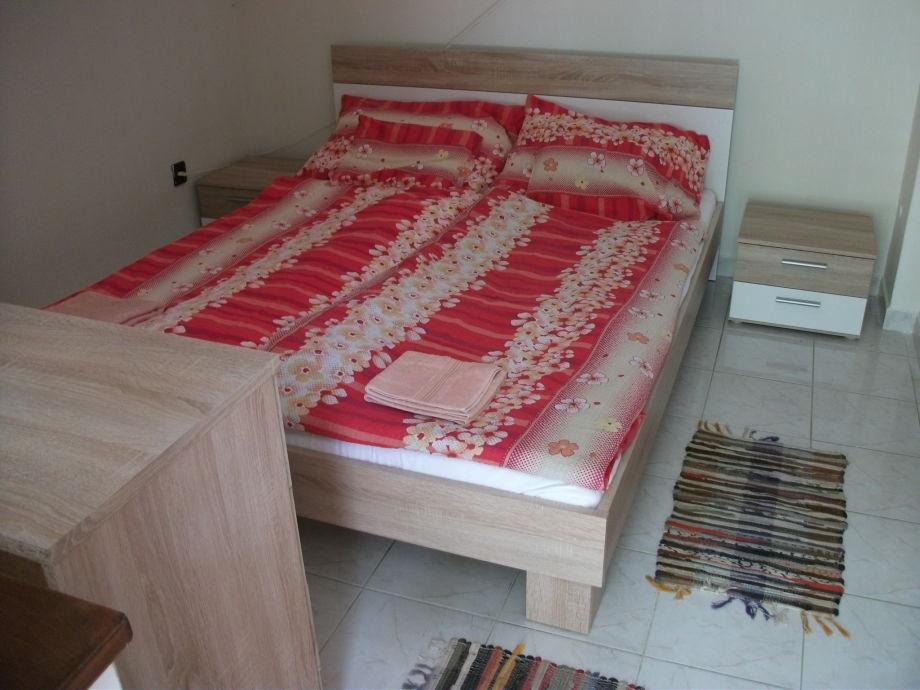 Schlafzimmer neue Möbel, neu renoviert