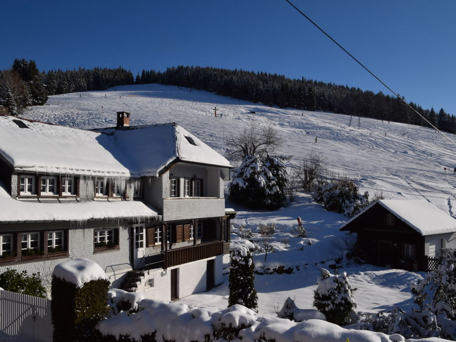 Winter in Todtnauberg - vom Garten auf die Piste