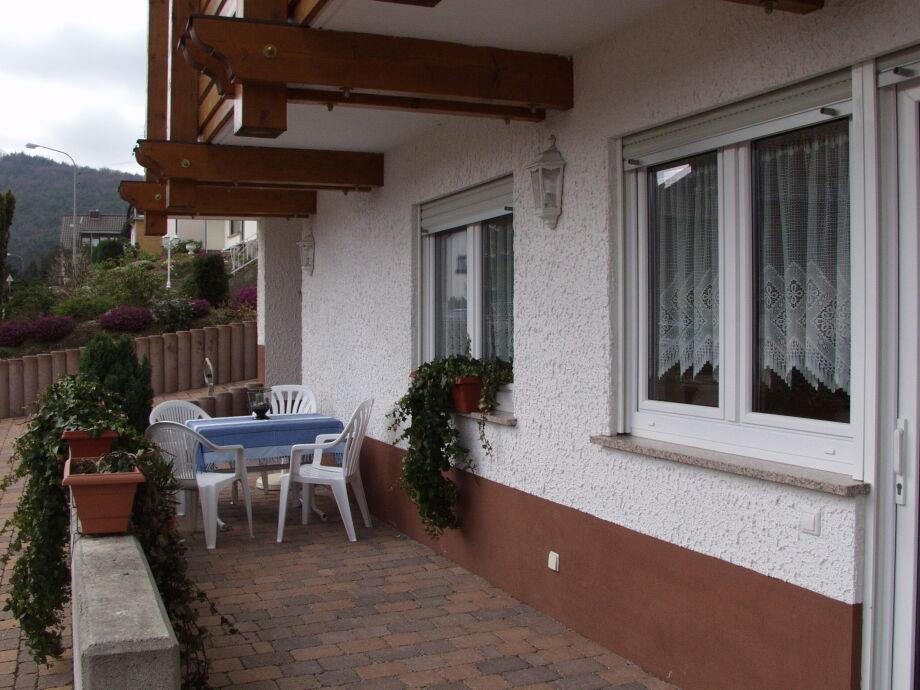 Außenaufnahme Mandelblüte im Gästehaus Hoffmann