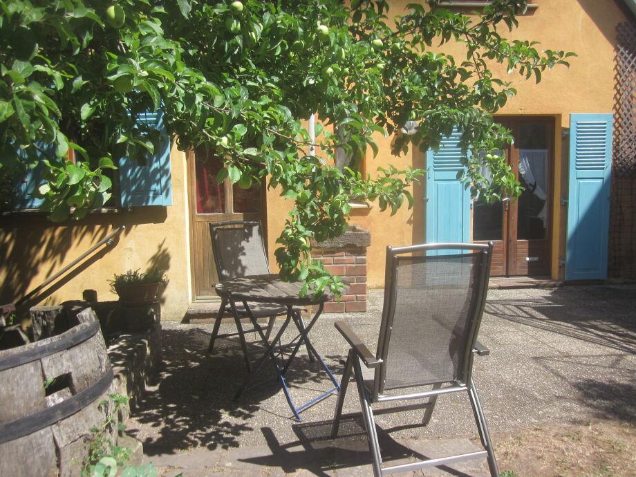 Zugang und privater Aussenplatz für Chez Mamie