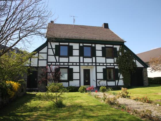 ferienhaus altes pfarrhaus eicherscheid nordrhein westfalen nordeifel rursee simmerath. Black Bedroom Furniture Sets. Home Design Ideas