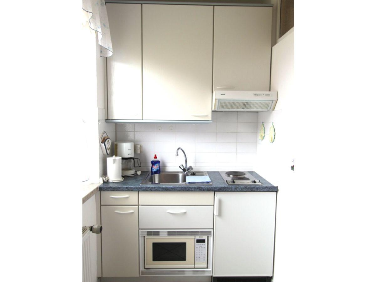 Ferienwohnung keutzer hornum firma sylter appartement for Küchenzeile klein