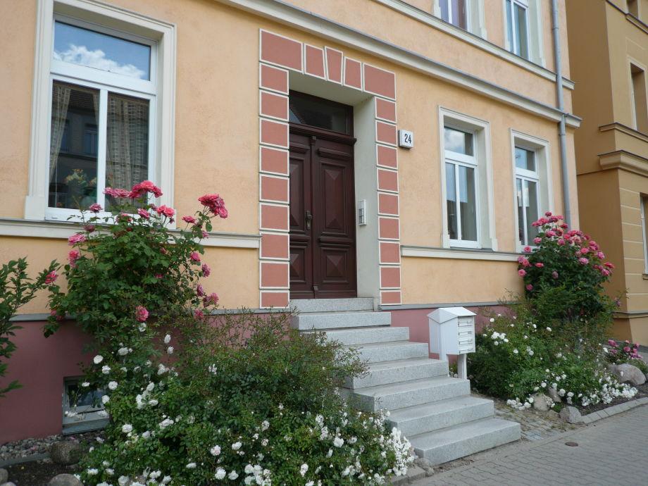 """Hausansicht - Erdgeschoss links """"WEIßE ROSE"""""""
