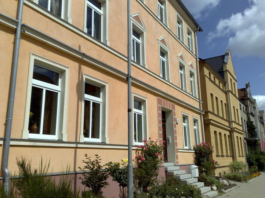 """Hausansicht - Erdgeschoss rechts """"WEIßE ROSE"""""""