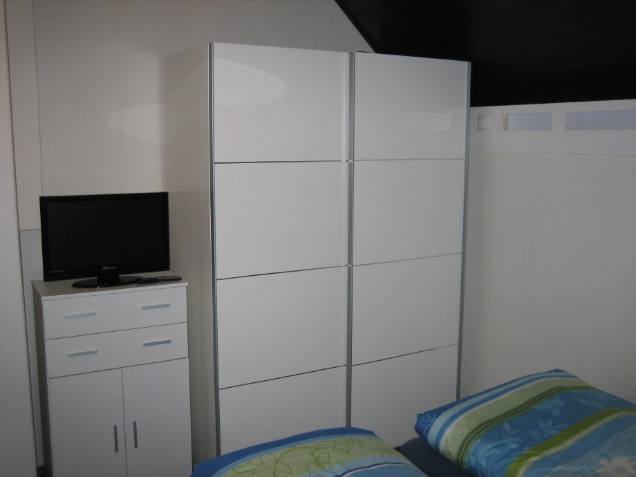 dvd player schrank mit beleuchtung m bel ideen. Black Bedroom Furniture Sets. Home Design Ideas