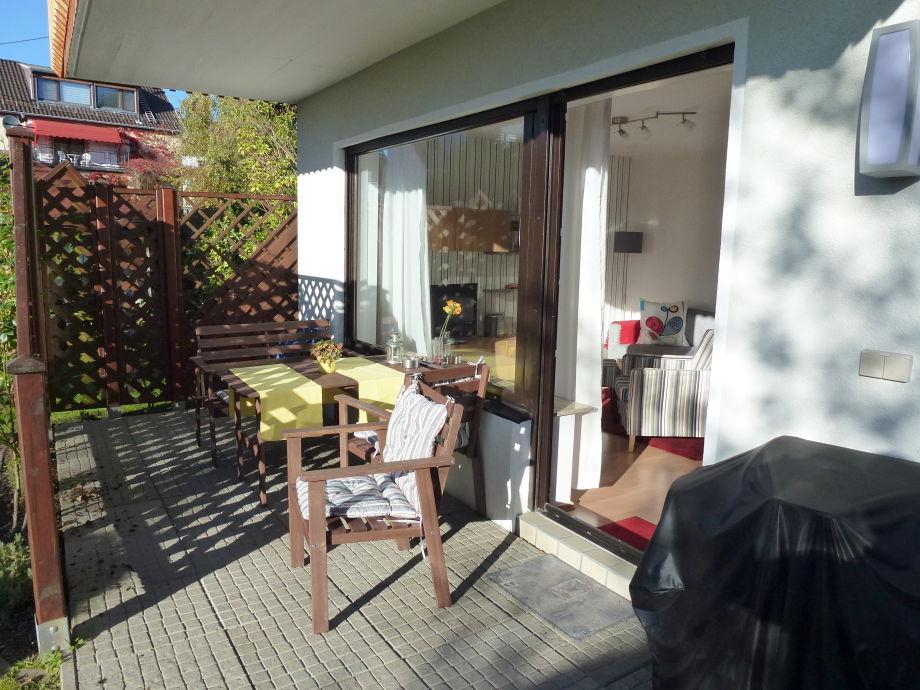 Auf der Terrasse die Sonne genießen.
