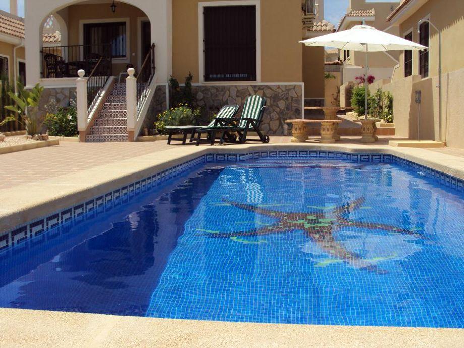 Terrasse mit Schwimbad