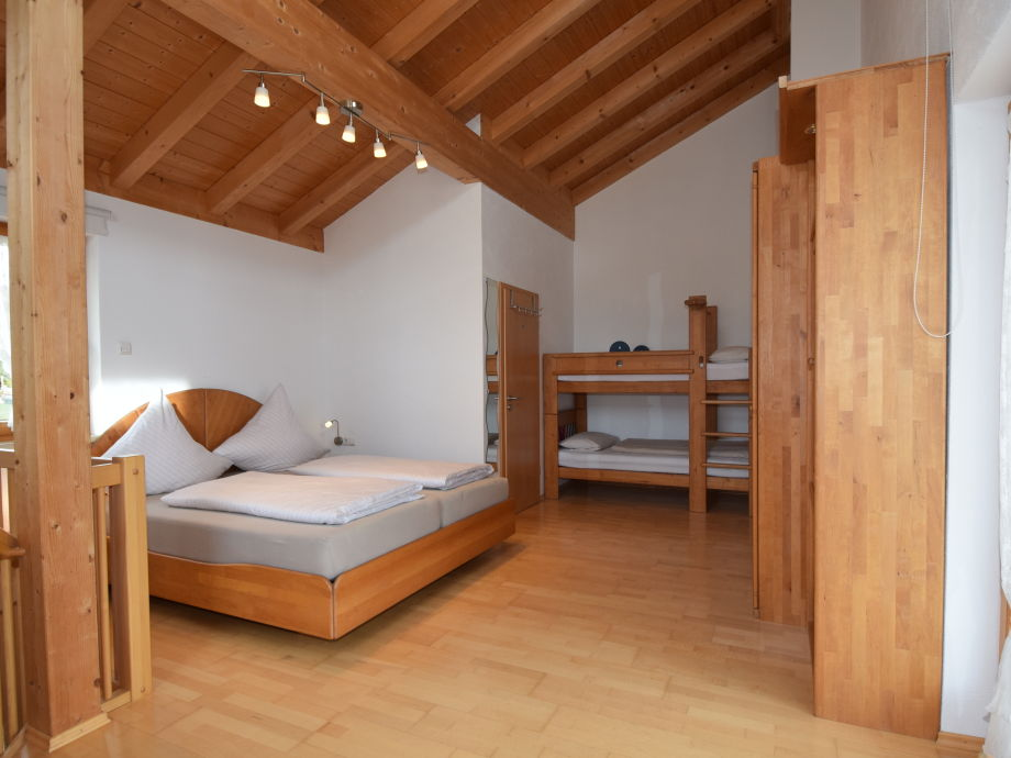 OG: Schlafzimmer 1