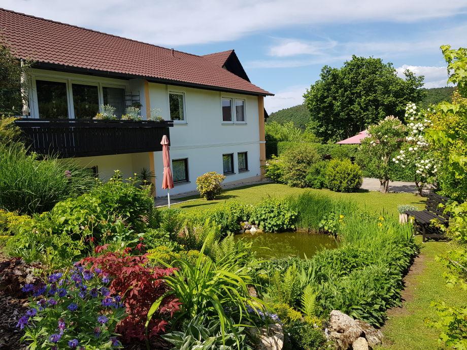 Garten mit Teich und Sitzplatz