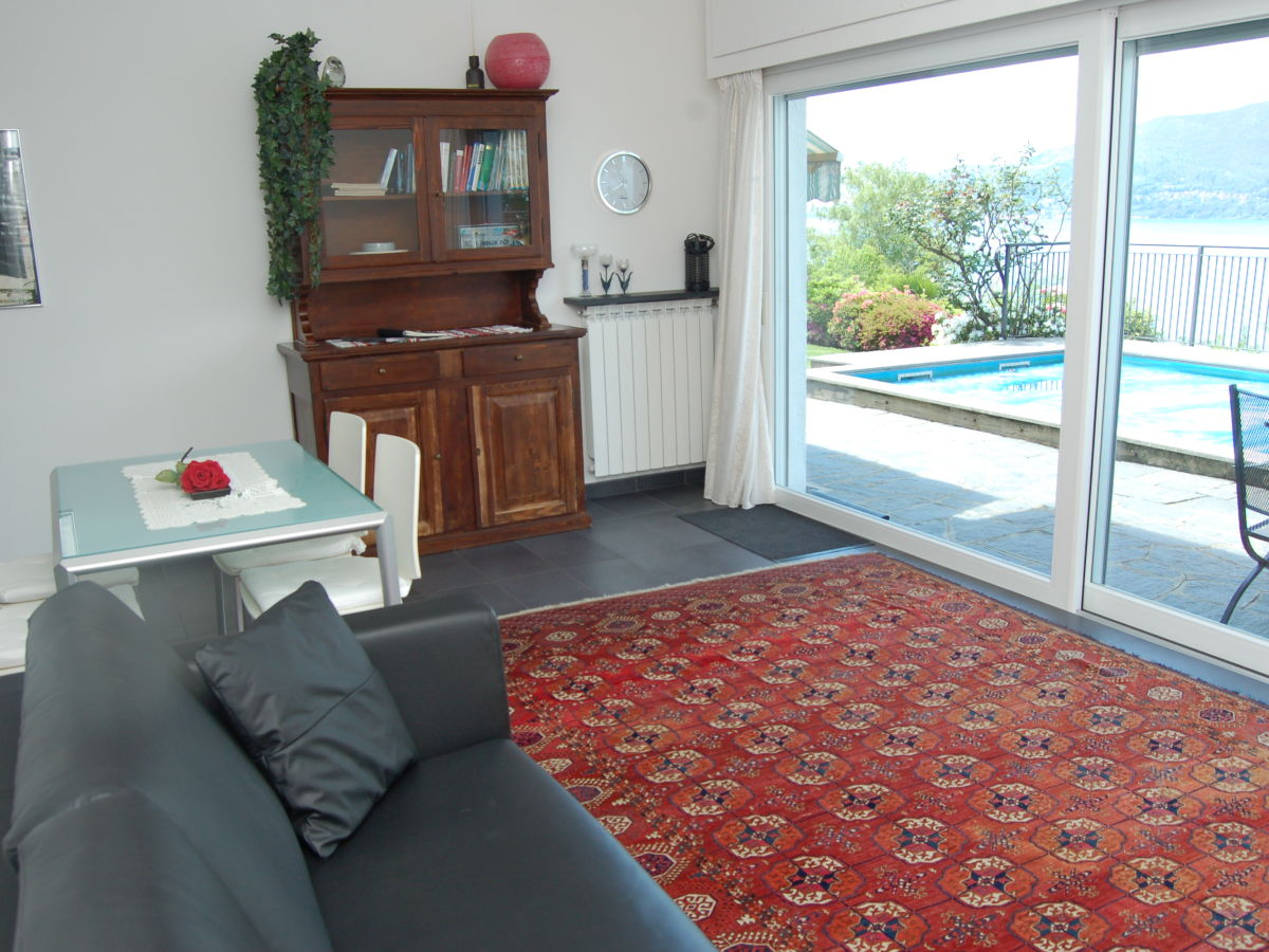 Ferienwohnung 2 1 2 zimmer in 2 familienhaus luino for Wohnzimmer esstisch