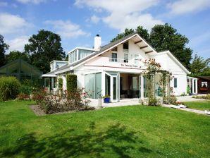 Villa Kortgene mit Privat-Hallenbad und Jacuzzi - ZE128