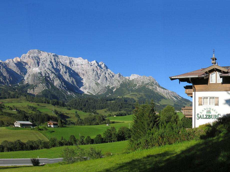 Landhaus Salzburg im Sommer