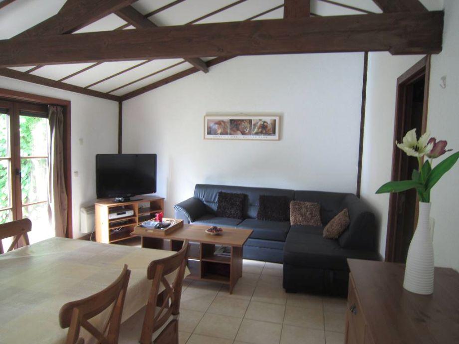 Wohnzimmer mit Kabel-TV (auch dt.Programme)