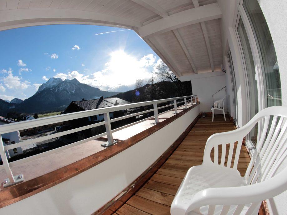 Balkon mit Blick auf Berge
