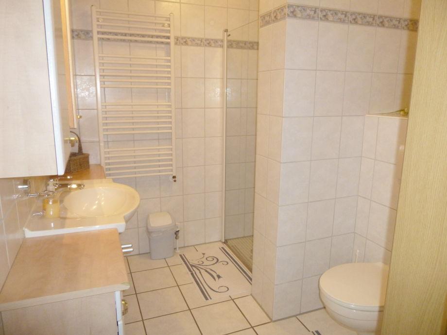 Badezimmer dusche fliesen - Living at home badezimmer ...