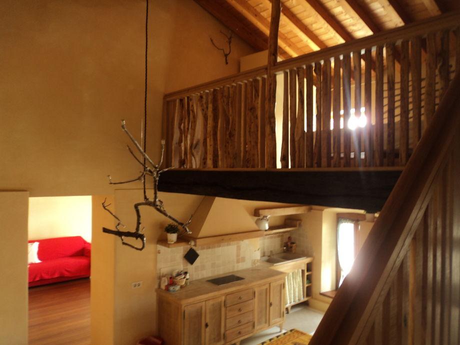 Wohn-Küche mit Galeriezimmer und Living.