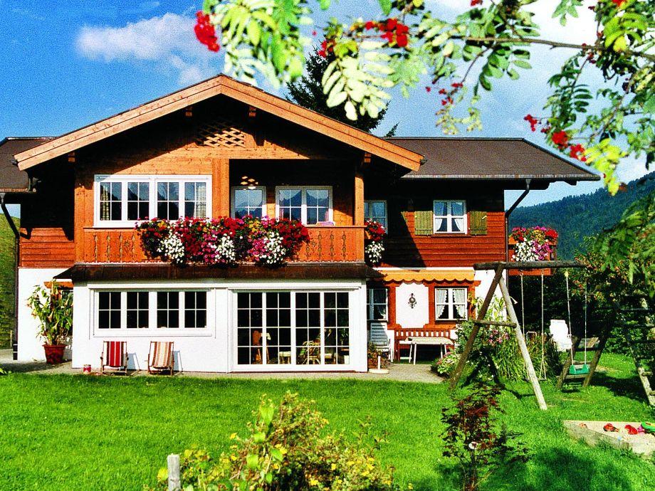Haus Narzisse im Sommer