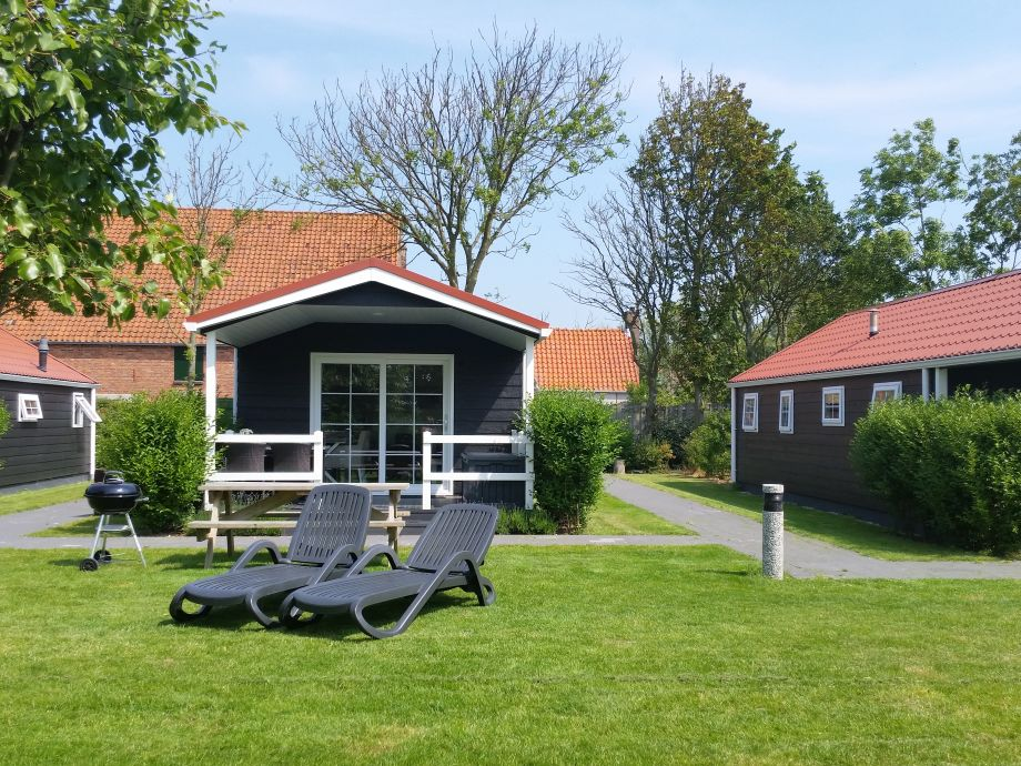 Lodge für 4 P. mit Liege, Picknicktisch, WeberGrill