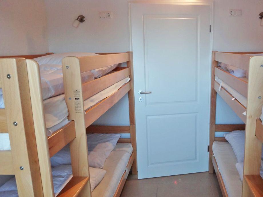 Das Dritte Schlafzimmer Verfügt über Zwei Etagenbetten Mit Platz Für 4  Personen