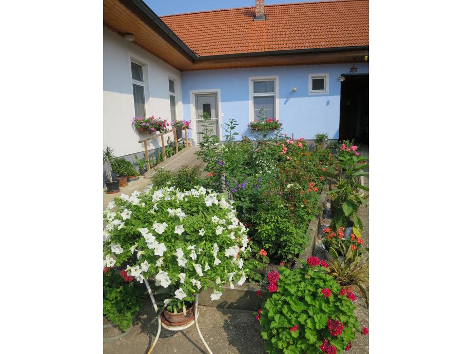 Apartment 1 - Ansicht Innnenhof mit Auffahrtsrampe