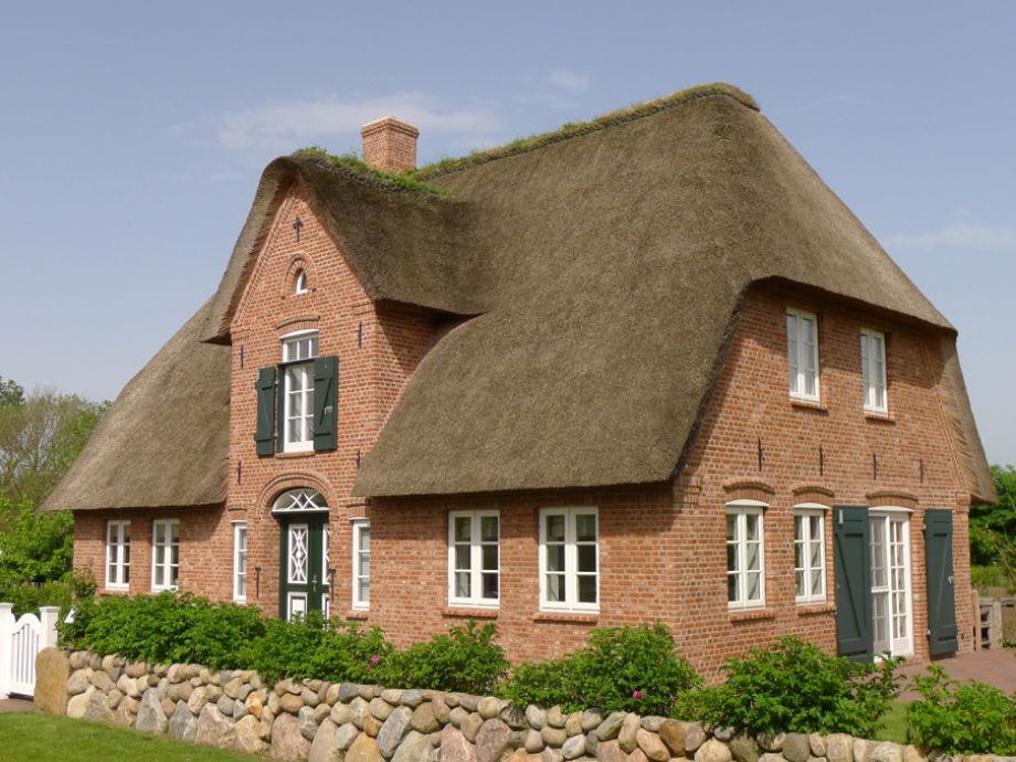 Schönes Reetdach-Einzelhaus im Friesenstil