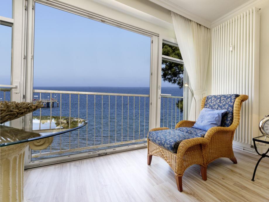 Entspannen Sie vor den großen Panoramafenstern