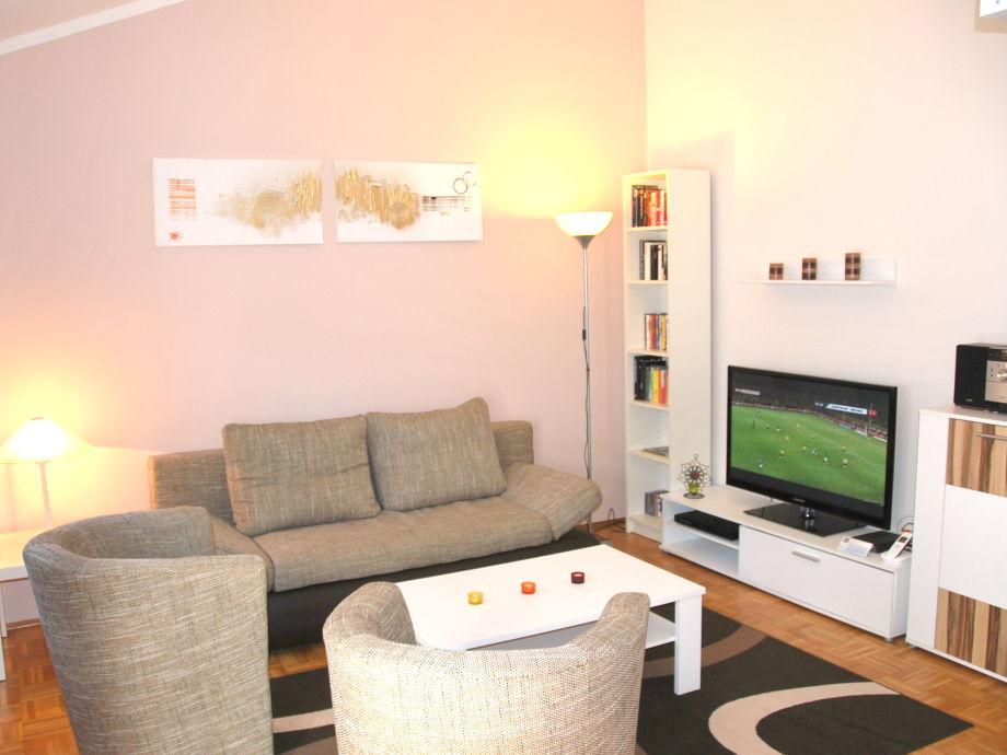 Wohnzimmer: 3D-TV (sky!), Internet, Telefon, Mediathek