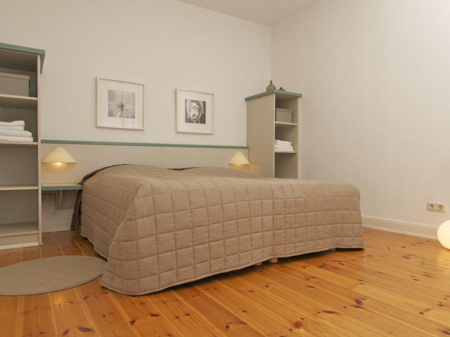 Schlafzimmer mit urigen Holzdielen