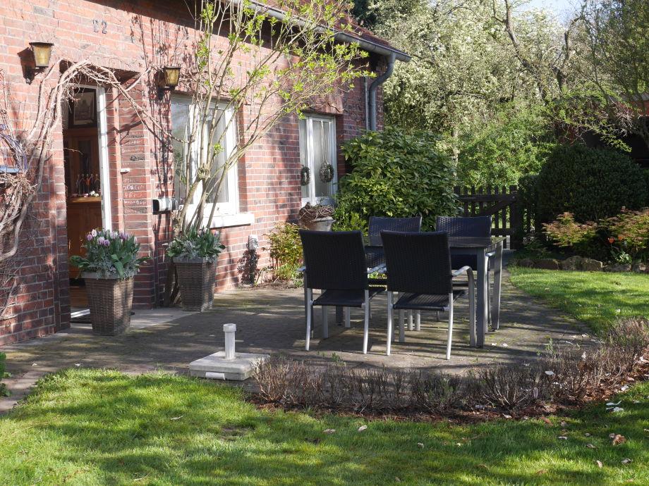 Terrasse mit Garten vor der Fewo