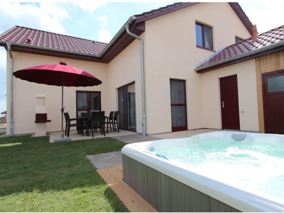Terrasse, Grill & eigener Außenwhirlpool