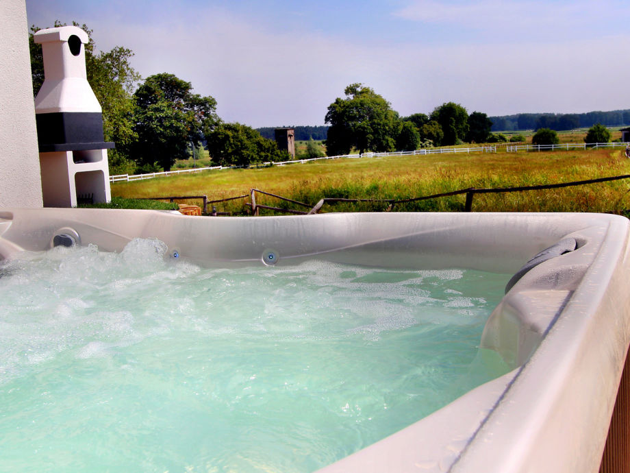 Ganzjährig bei 38° im eigenen Außenwhirlpool entspannen
