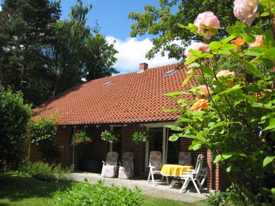Ferienwohnung b ferienhaus im garten harz frau christa lichter findorff - Garten lichter ...
