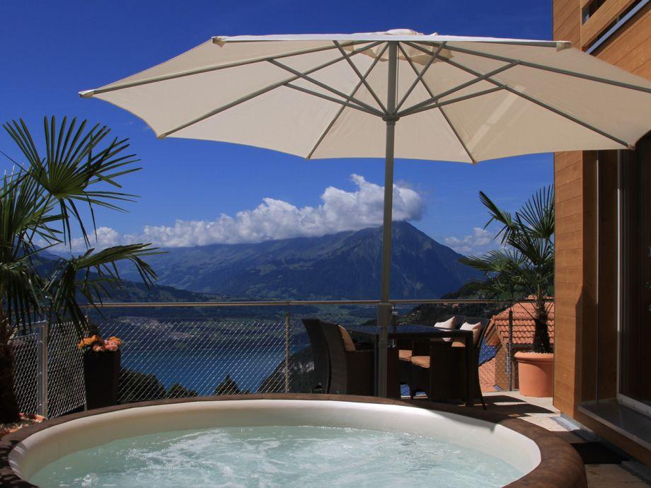 Terrasse mit privatem Whirlpool & traumhafter Aussich