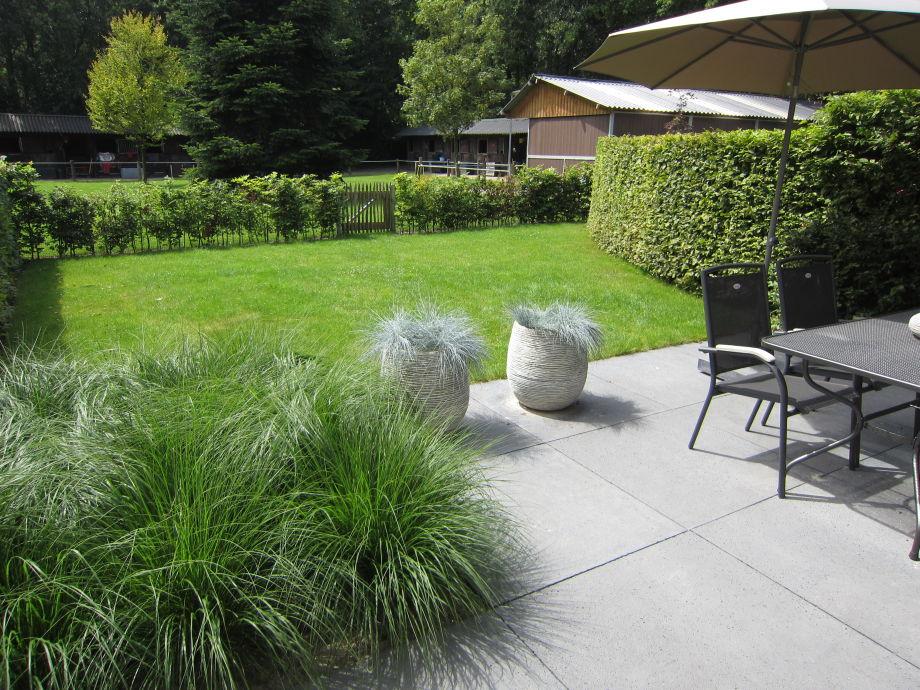 Die Terrasse mit Garten
