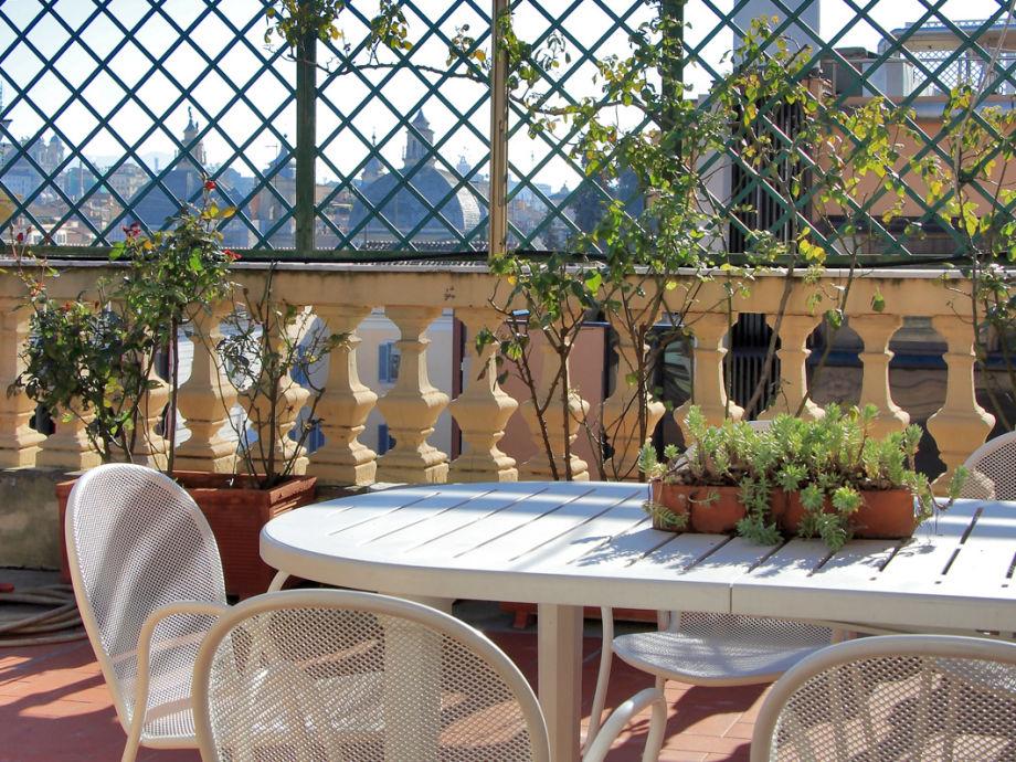 Terrasse mit Blick auf die Kuppeln Roms