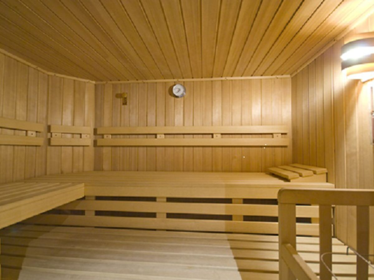sauna im wohnzimmer. Black Bedroom Furniture Sets. Home Design Ideas