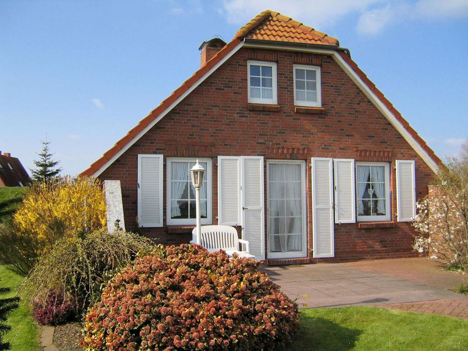 Genießen Sie die Sonne auf der windgeschützten Terrasse