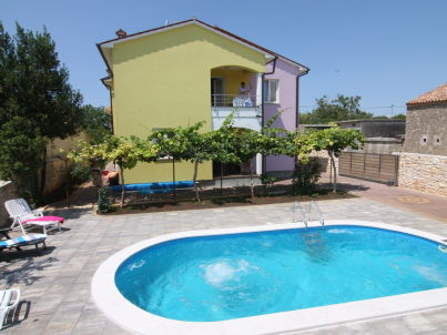 in der Swimmingpool-Villa Marcana