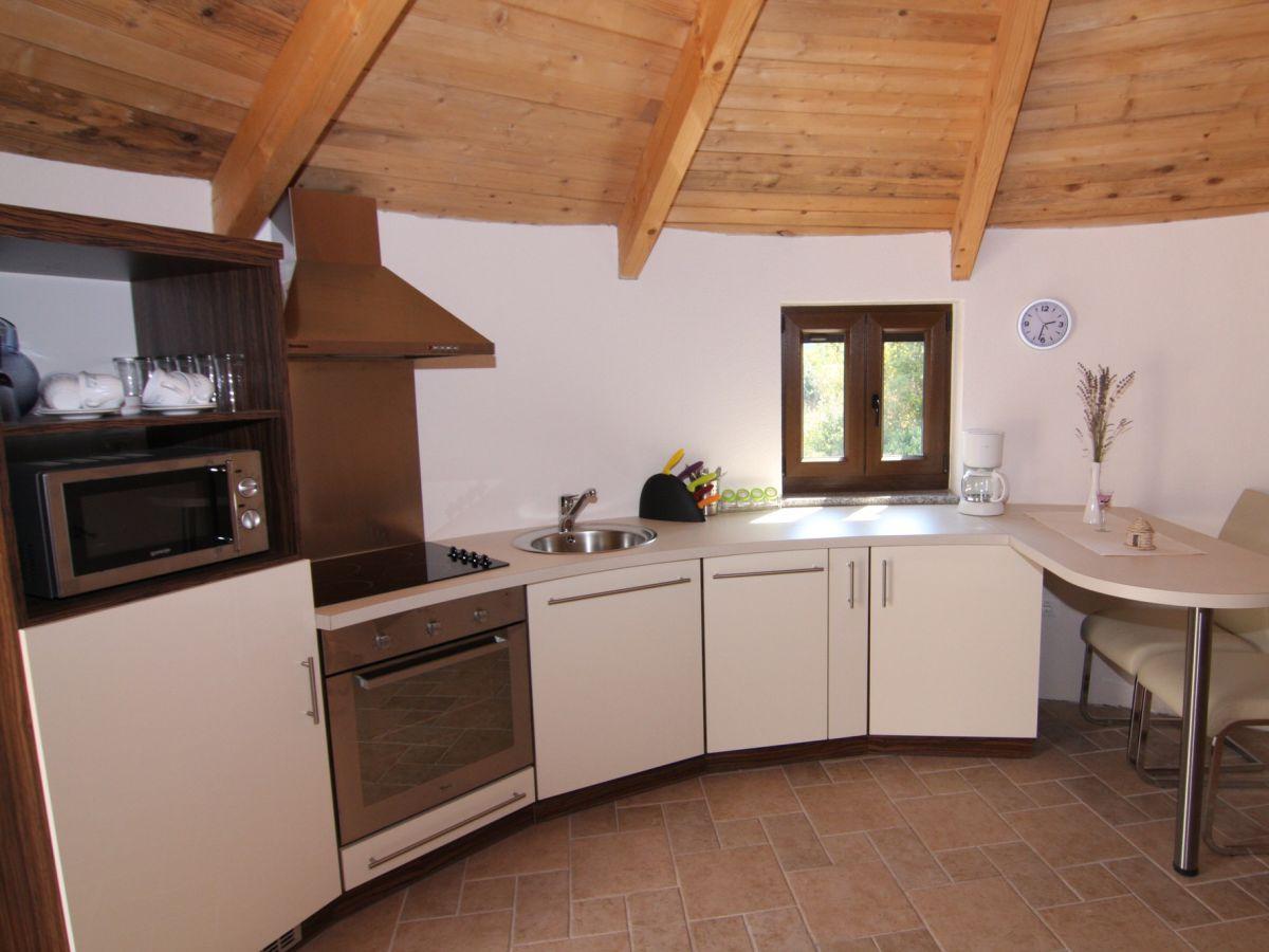 Poolbereich der villa ihre heimelige ferienwohnung die moderne küche