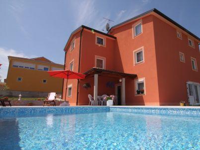 Renato in der Swimmingpool-Villa Kastel