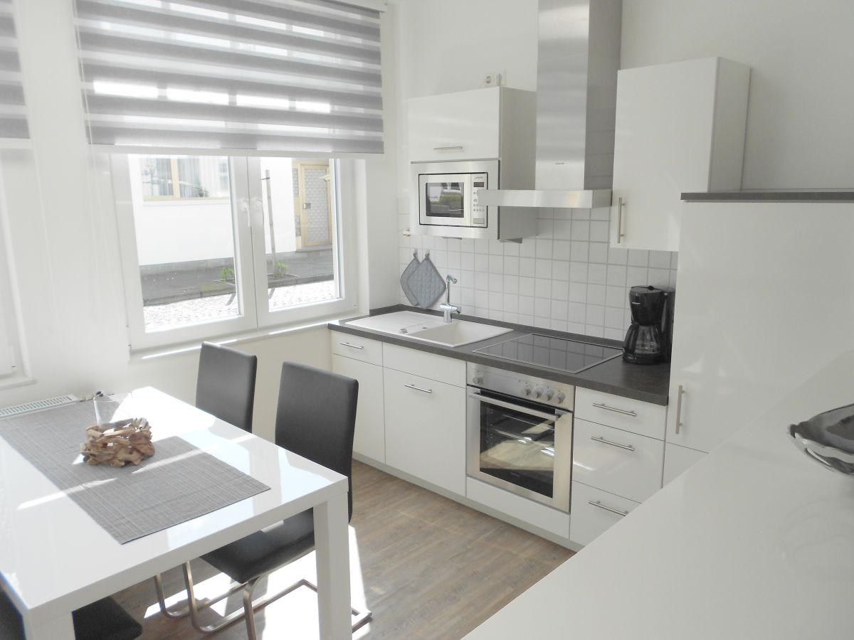105 die moderne haus haus mit keller bauen bild von kosten mit keller u bauen haus mit garage. Black Bedroom Furniture Sets. Home Design Ideas