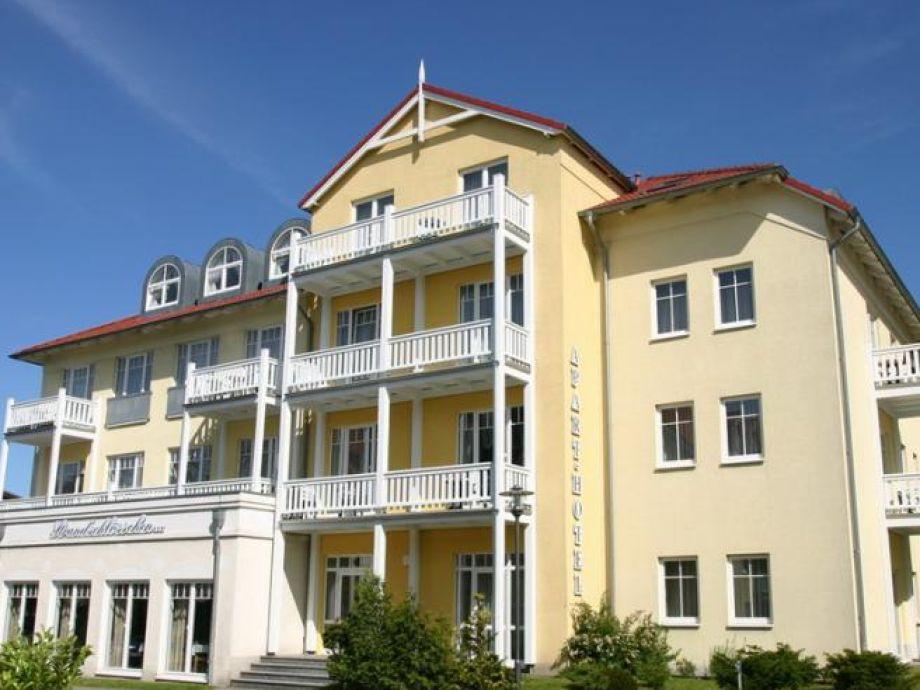 großer Balkon ganz oben mit Blick Richtung Ostsee