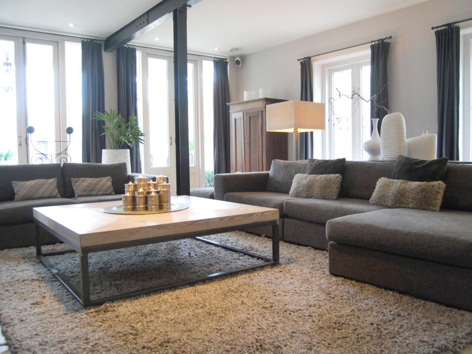luxus villa beverly hills innendesign wohnzimmer voluminos