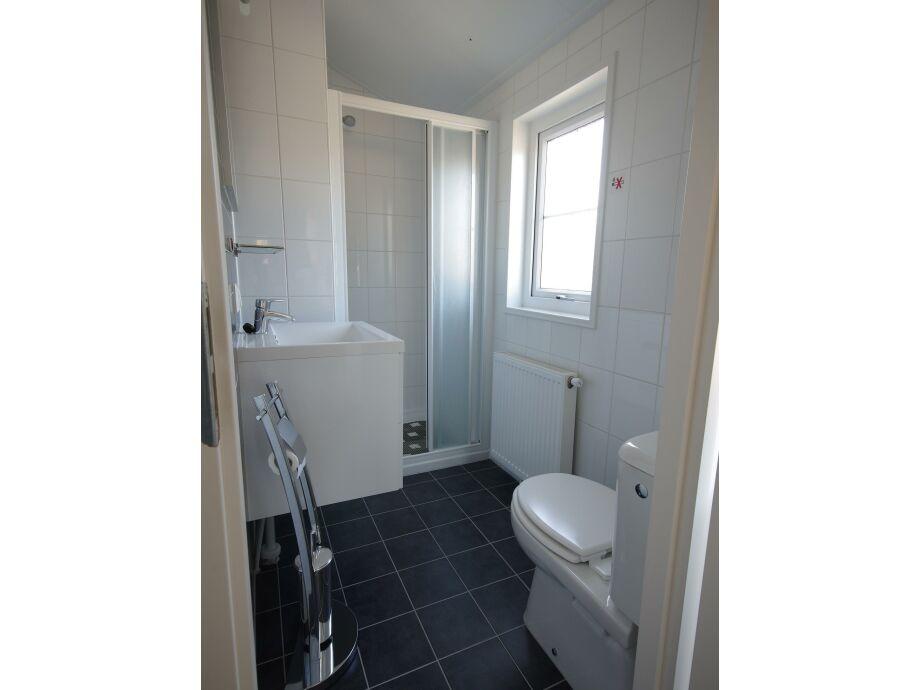 Badezimmer mit sauna und whirlpool ~ Raum Haus mit ...