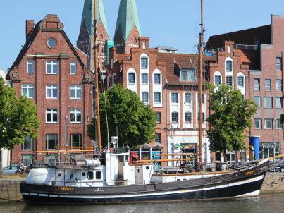 Traveblick am Museumshafen