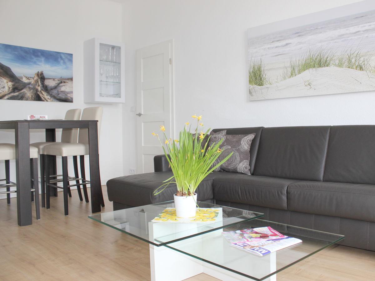 apartment traveblick am museumshafen l beck frau sybille m ller. Black Bedroom Furniture Sets. Home Design Ideas